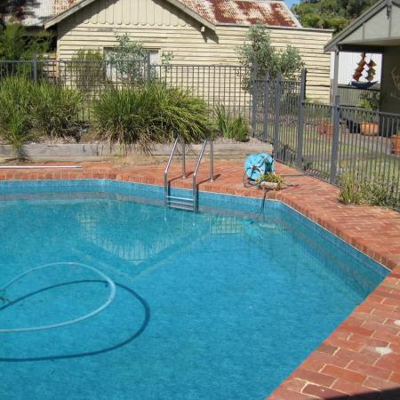 Swimming pool facelifts 4 gardens kate ashton for Pool design eltham
