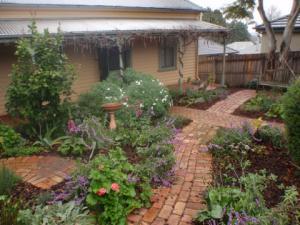 Front garden, Cottage garden, gadren design, Cottage